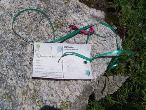 concours franais de lcher de ballons par la mairie de limas 69 175 km dici carte trouve sous laiguille du tacul jamais eu de rponse - Lacher De Ballon Mariage